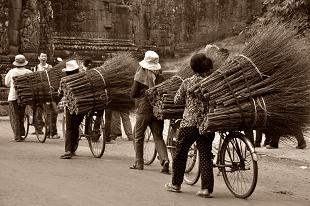 agriculteurs en vélo au Cambodge